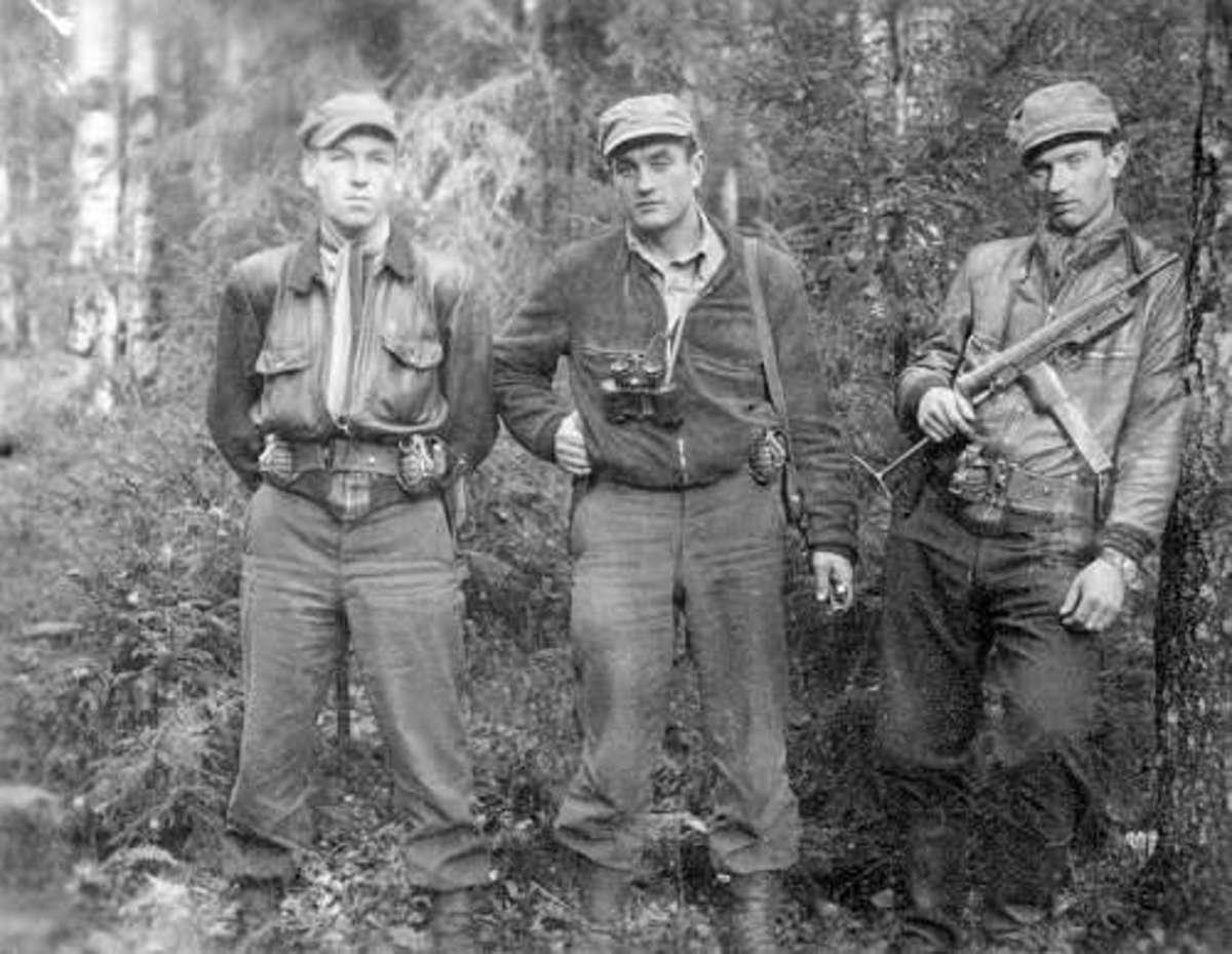 """Fighters of the Lithuanian anti soviet resistance: Klemensas Sirvys alias """"Sakalas"""", Juozas Luka alias """"Skirmantas"""" with Benediktas Trumpys alias """"Rytis""""."""