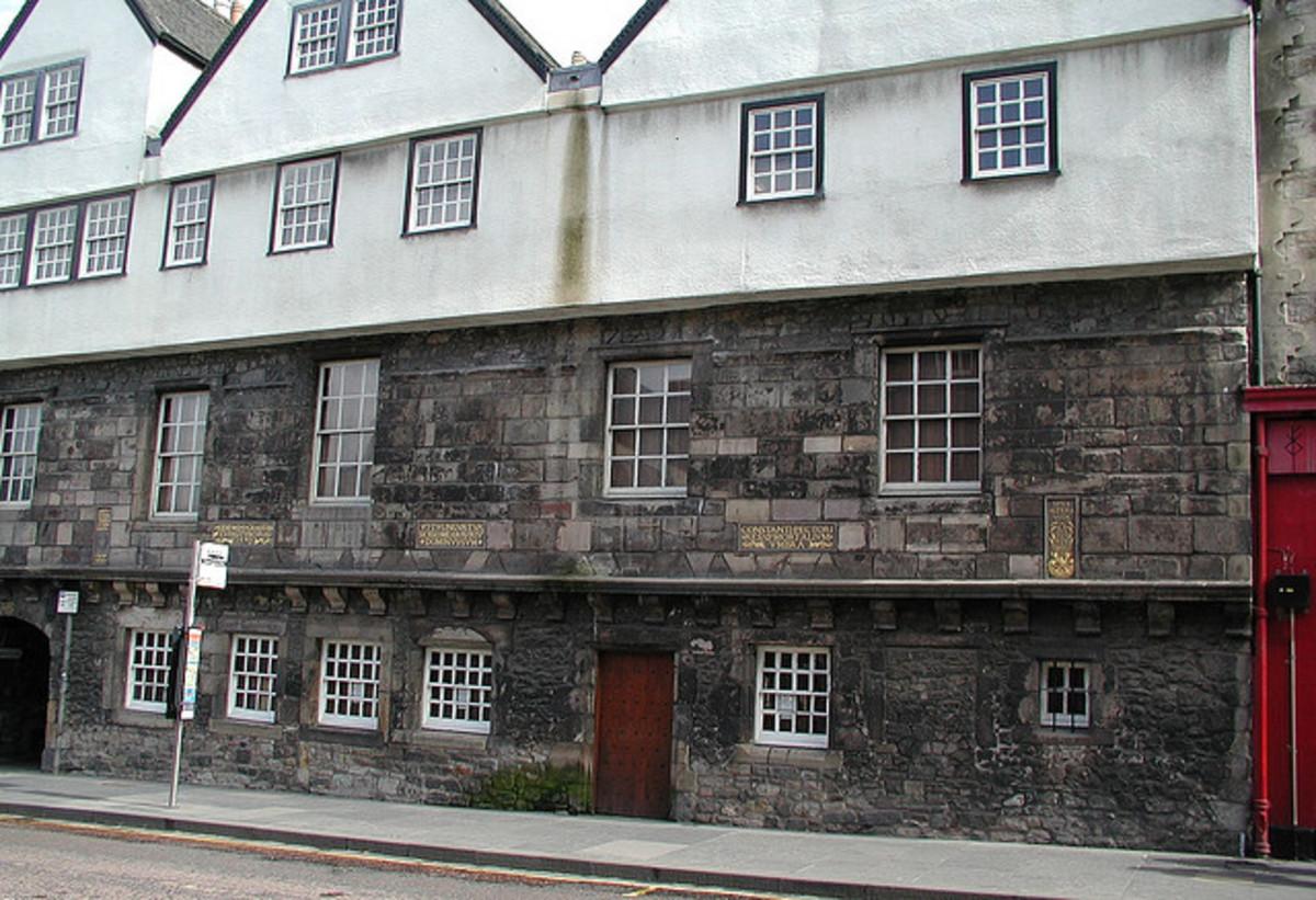 Huntly House
