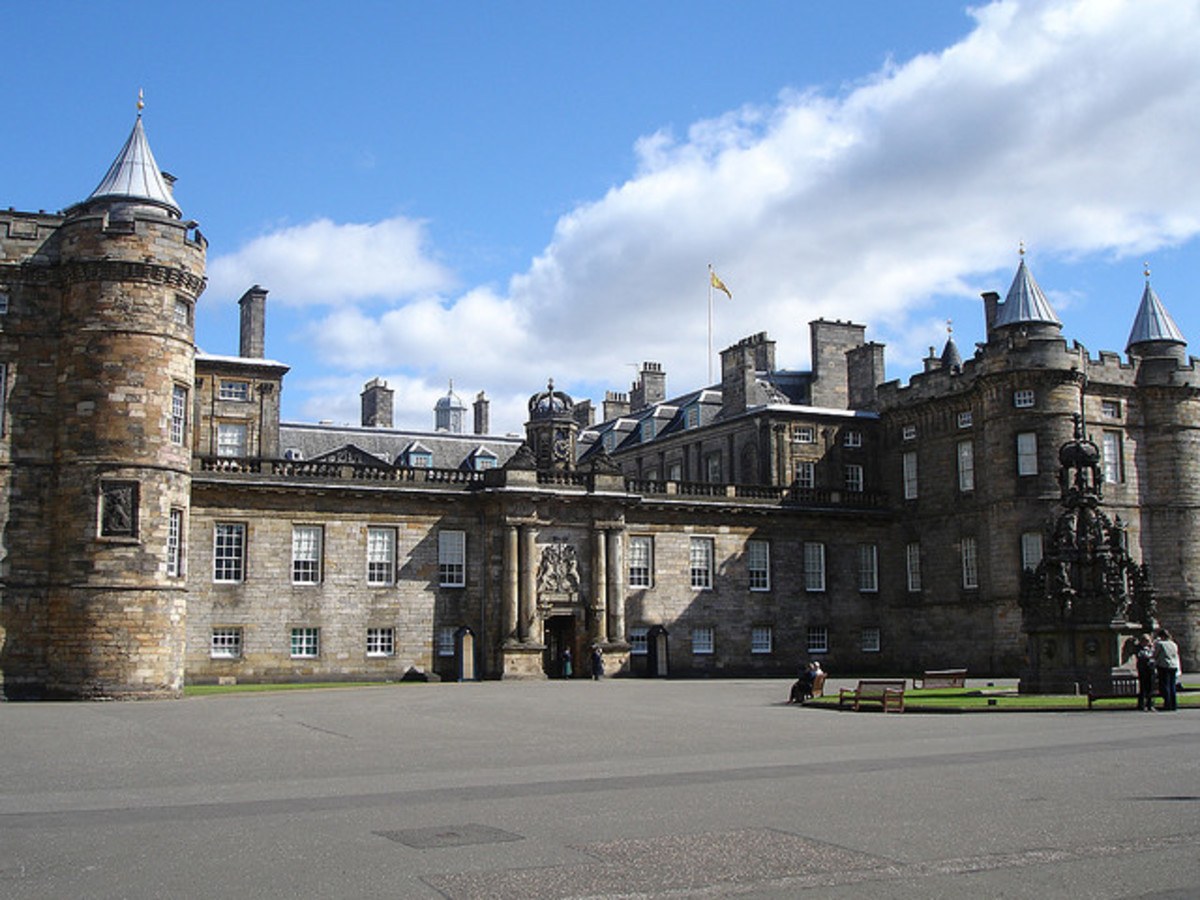 famous-streets-of-scotland-a-history-of-the-canongate-in-edinburgh