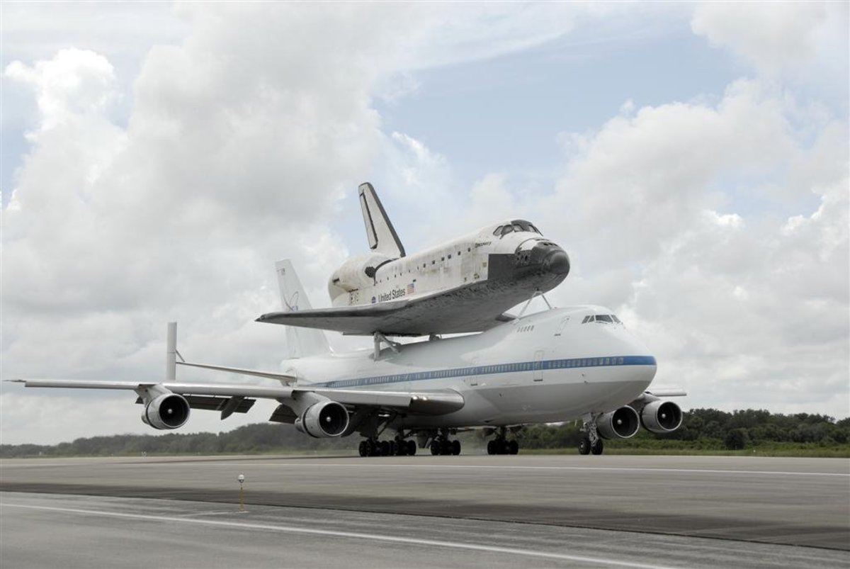 Discovery on its way to Washington.