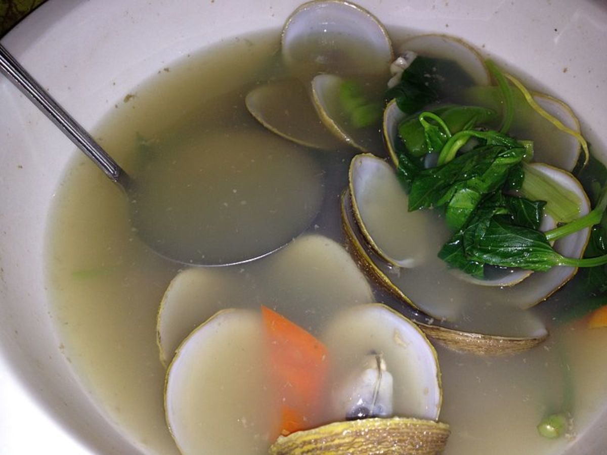 Clam broth can be served as an appetizer to nearly any 1920s themed meal.