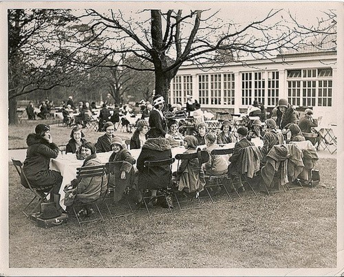 People feasted together in the 1920s, same as they do in modern times!