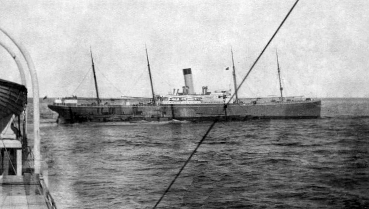 SS Californian arrives at the scene.