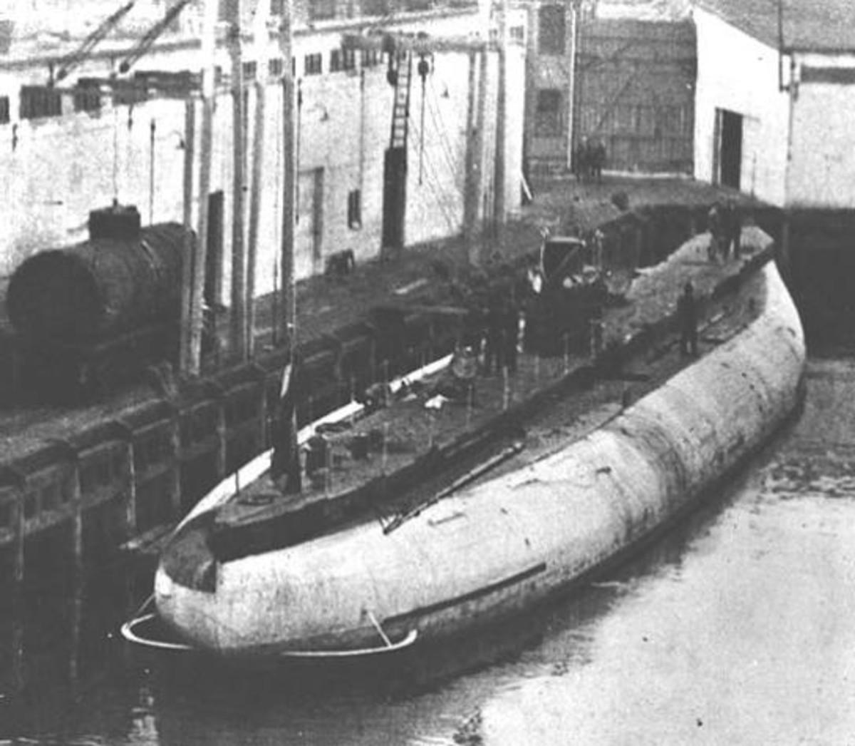 "WWI: ""Deutschland"" Docked at New London-1916"