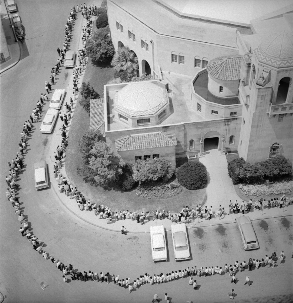 aerial view of polio vaccination line, San Antonio 1962