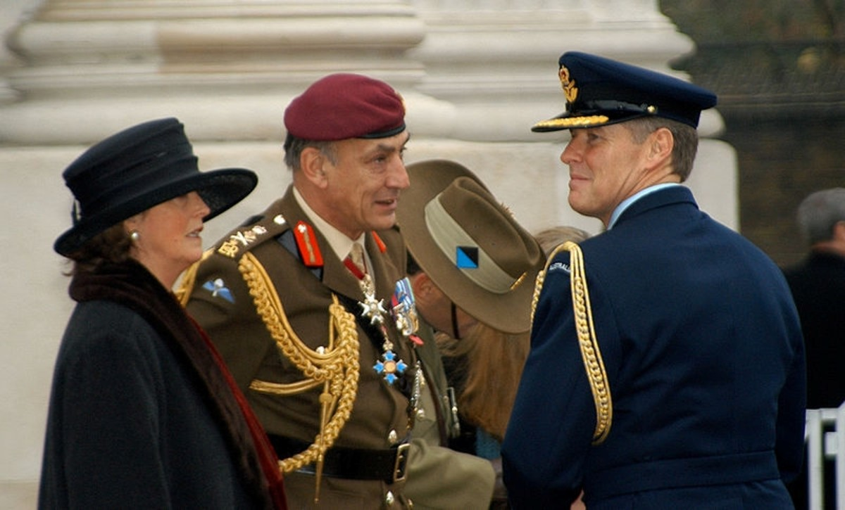 General Sir Mike Jackson (center) in conversation with Royal Australian Air Force officer. 2003.