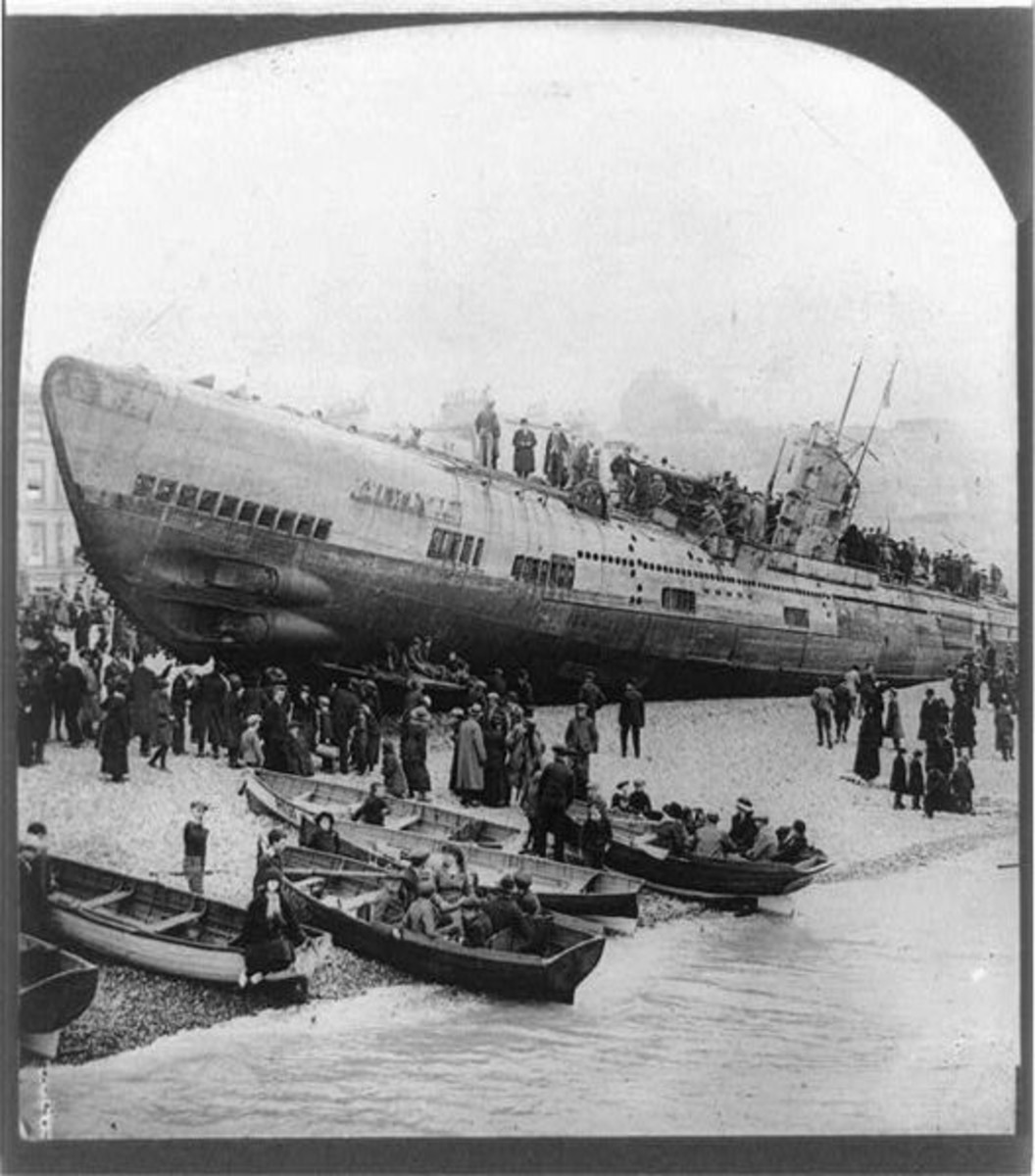 WWI: U118 crowded with tourists while washed ashore at Hastings, England.