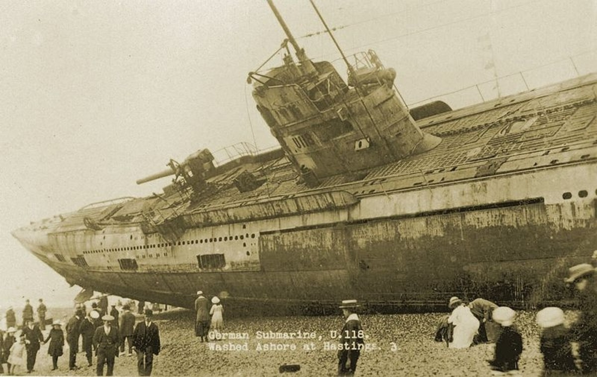WW1: German Uboat U118. Washed ashore at Hastings on April 15, 1919.
