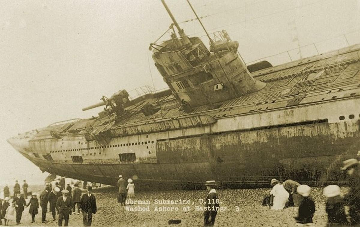 WW1: German Uboat U118. Washed ashore at Hastings on April 15, 1019.