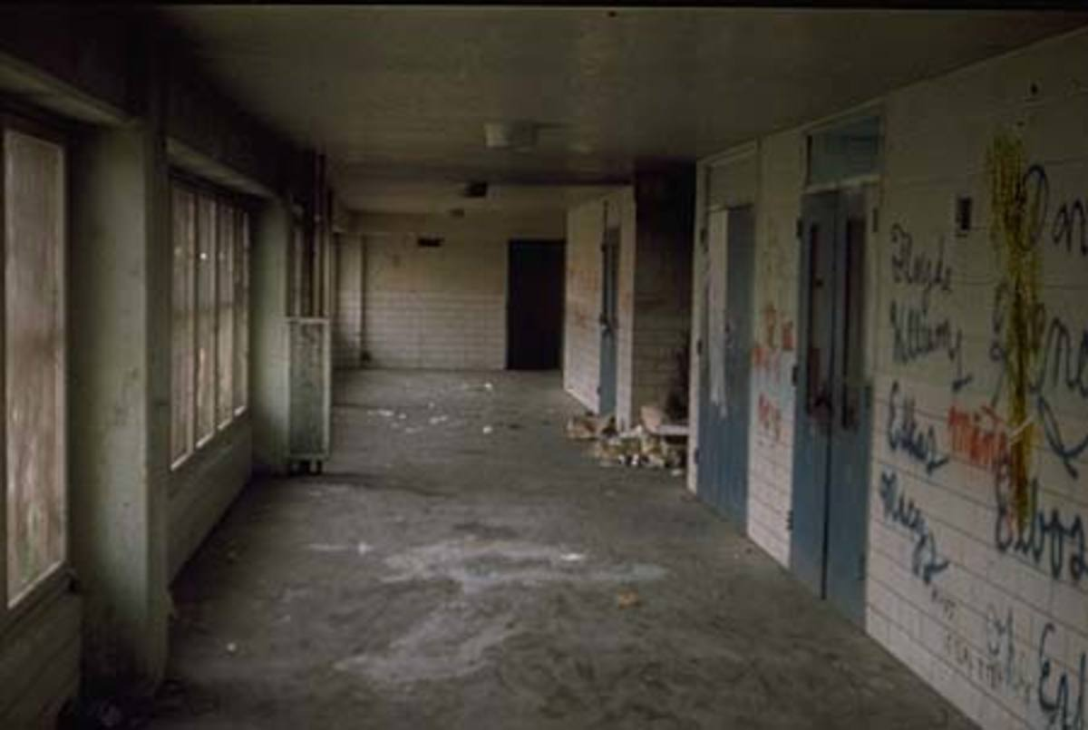 Interior hallway of a Pruitt-Igoe building, circa 1971.