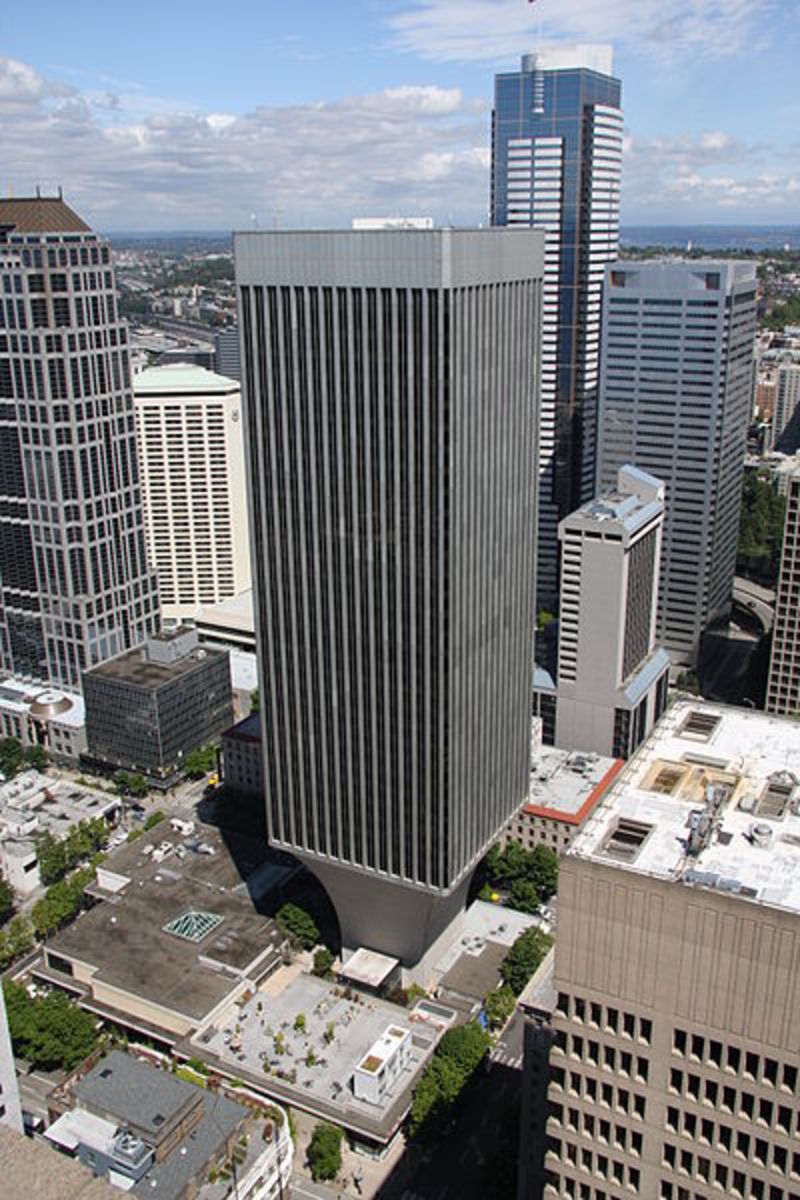 Rainier Bank Tower in Seattle (1977).