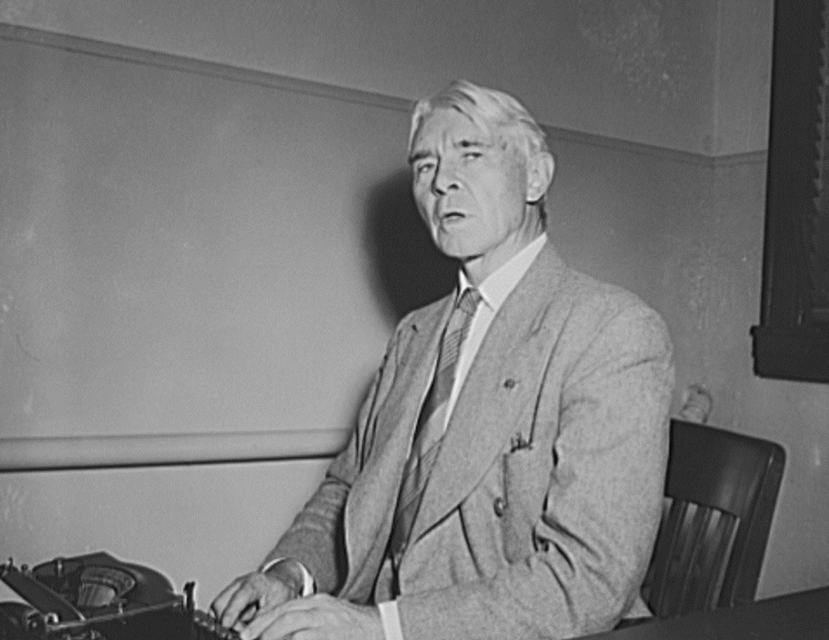 """Carl Sandburg always used """"like"""" and """"as"""" correctly in his poetry."""