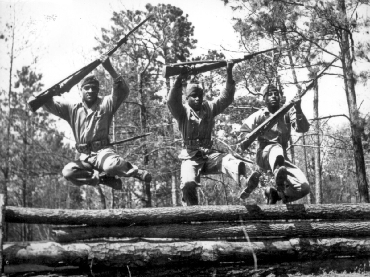 Marine recruits at Camp Lejeune obstacle course, 1943