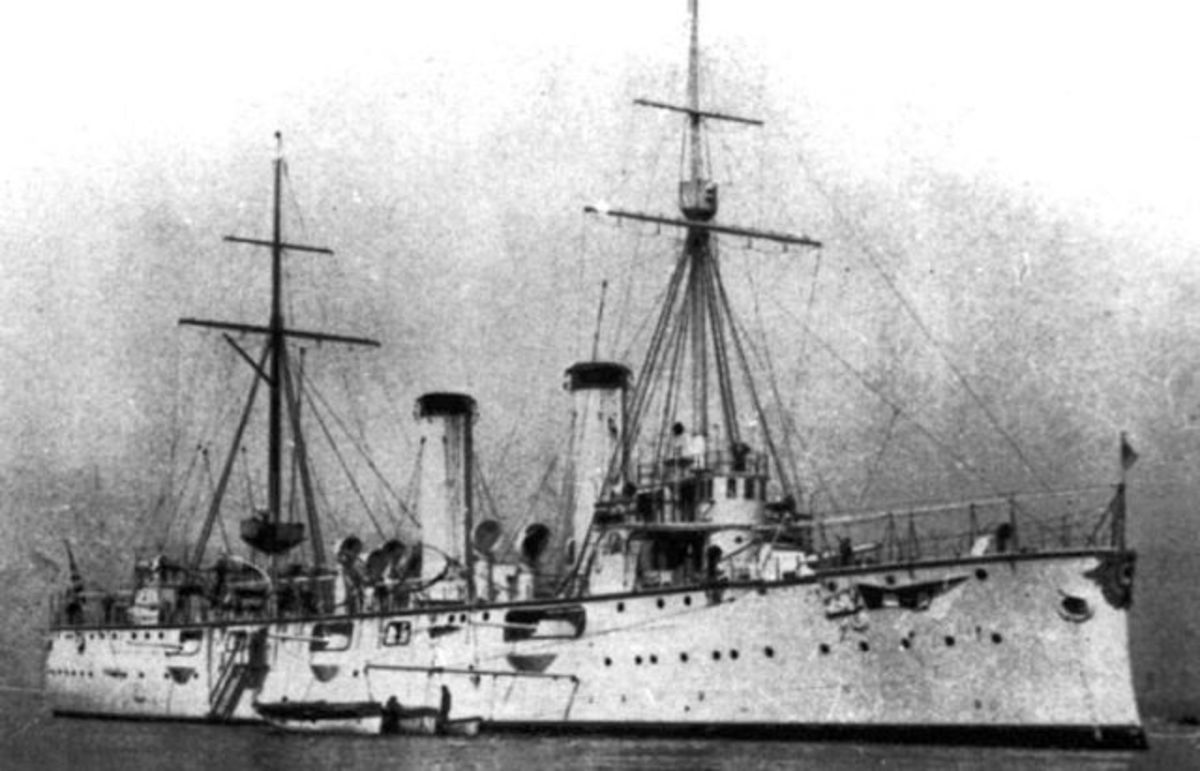 "WW1: The cruiser Akashi, Admiral Kozo Sato's flagship in the Mediterranean. 2,700 tons, 2 X 6"" guns, 6 X 4.7"" guns."