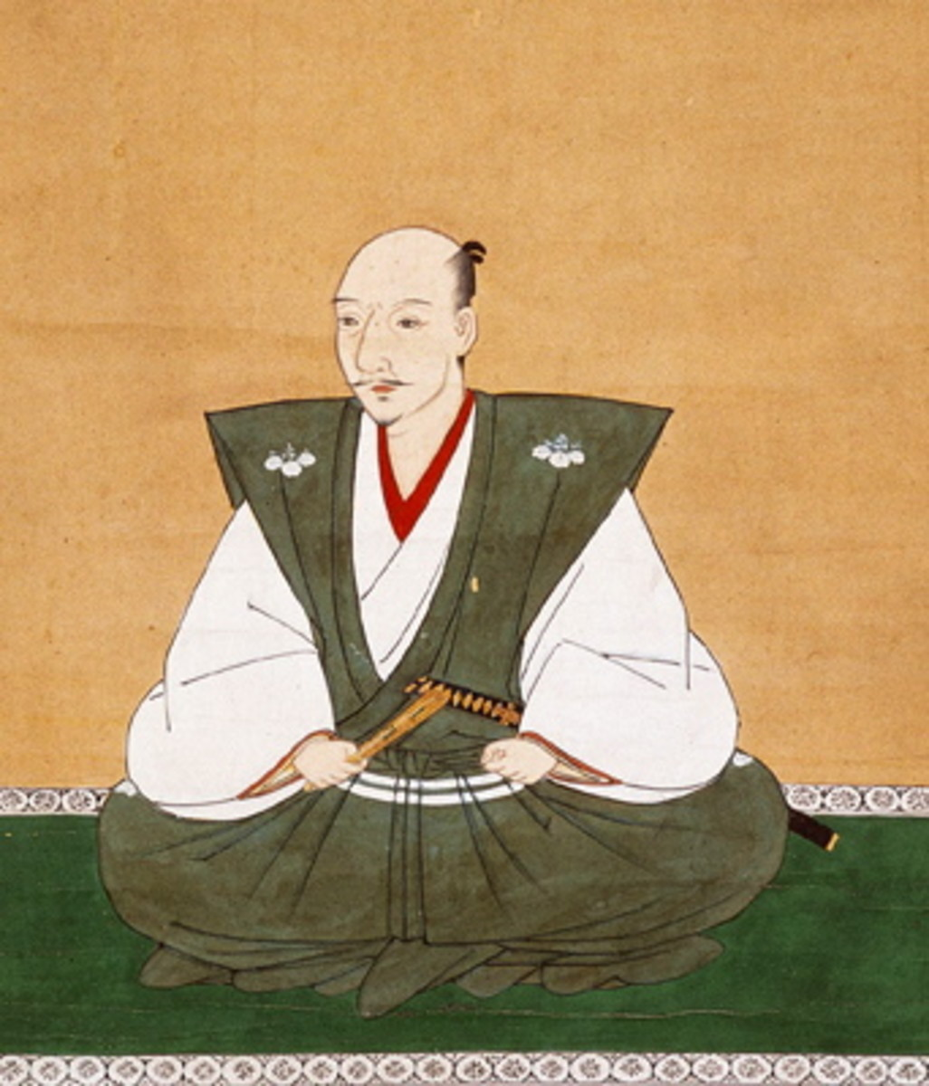 Oda Nobunaga, a famous Muromachi Period warlord, painted here wearing a kataginu, the decorative successor to the hitatare. The stiff fabric makes the shoulders stand up; in later centuries, the shoulders will grow wider and require boning to stand.