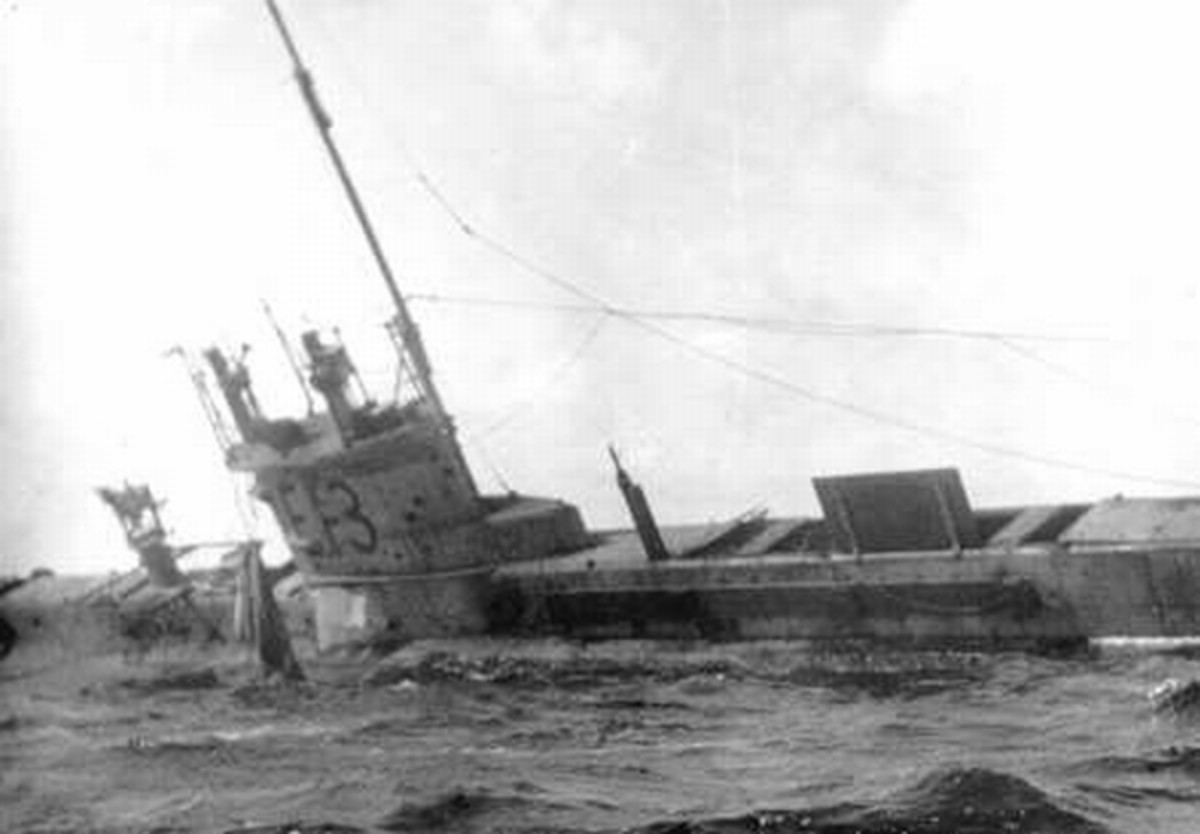 WW1: British submarine E-13 aground in Oresound (between Sweden and Denmark) before being attacked by German torpedo boats. 1915