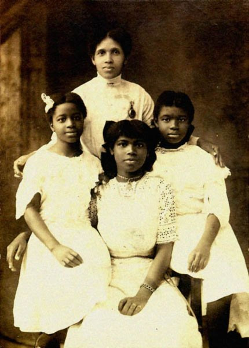 Marian (center front) with her mother and sisters  (circa 1910).