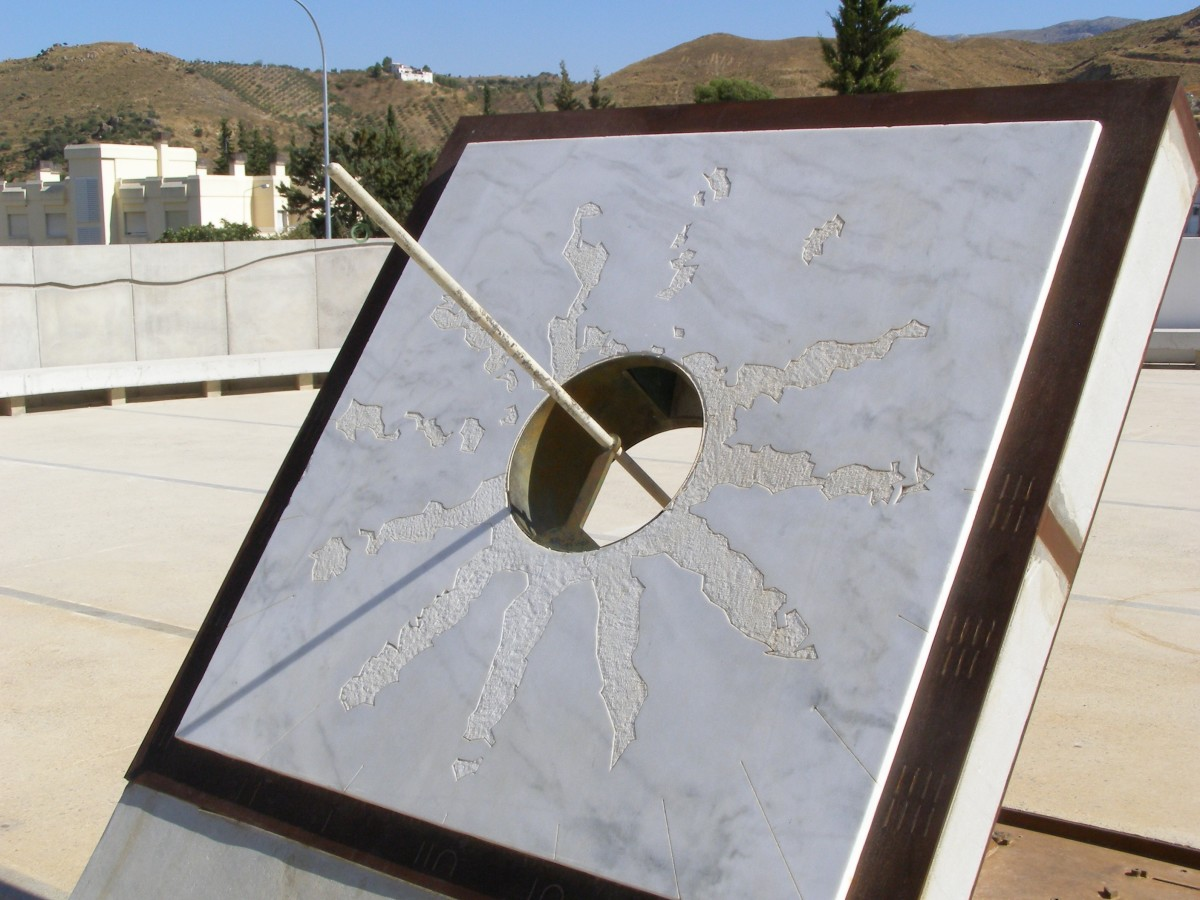 This sundial is an equatorial sundial because its plane is inclined at the same angle as the latitiude it is currently standing on. Love the design of the sun, it's beautiful!