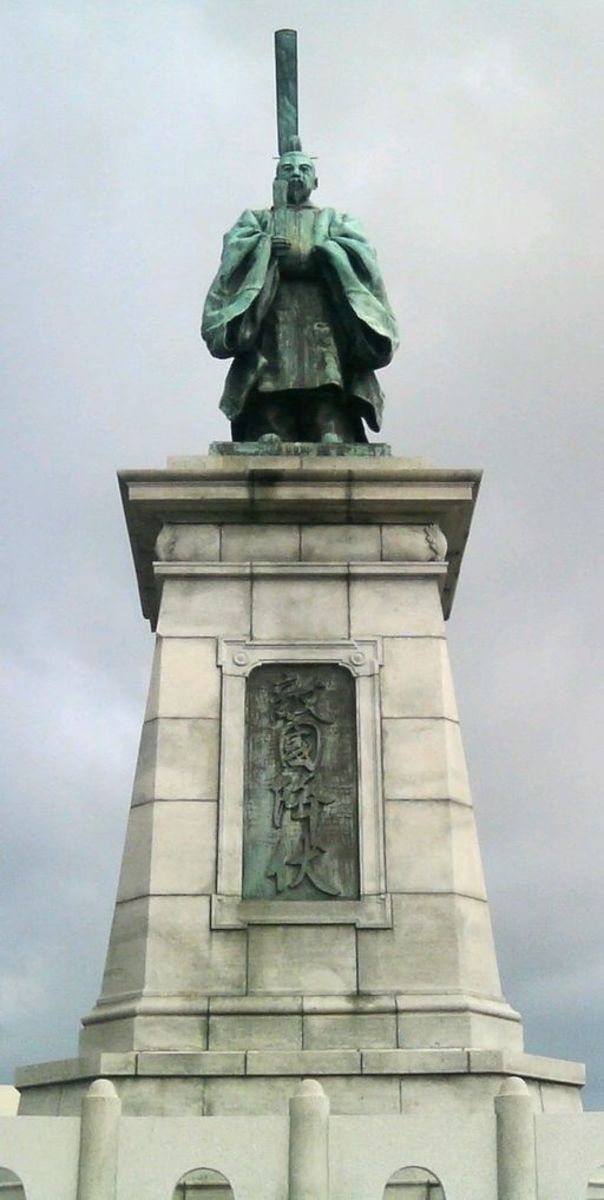 Statue of Emperor Kameyama (reigned 1259 - 1274)