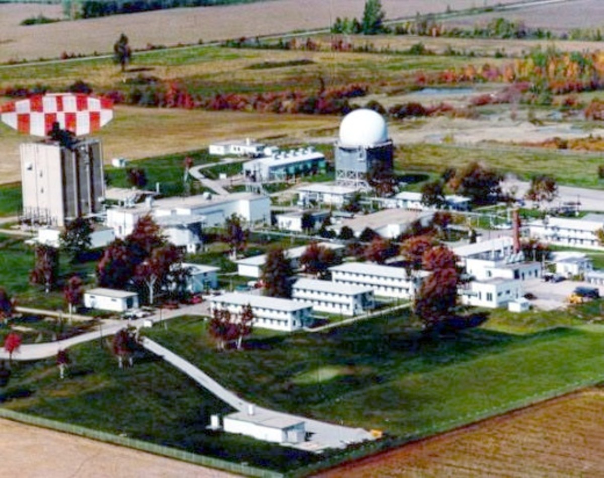 Port Austin AFS, MI radar site ca 1970 - This photo also shows the Air Force Squadron living quarters.