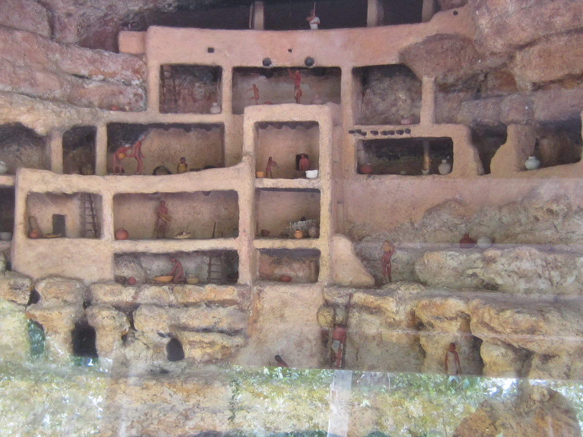 Diorama showing life inside Montezuma Castle.