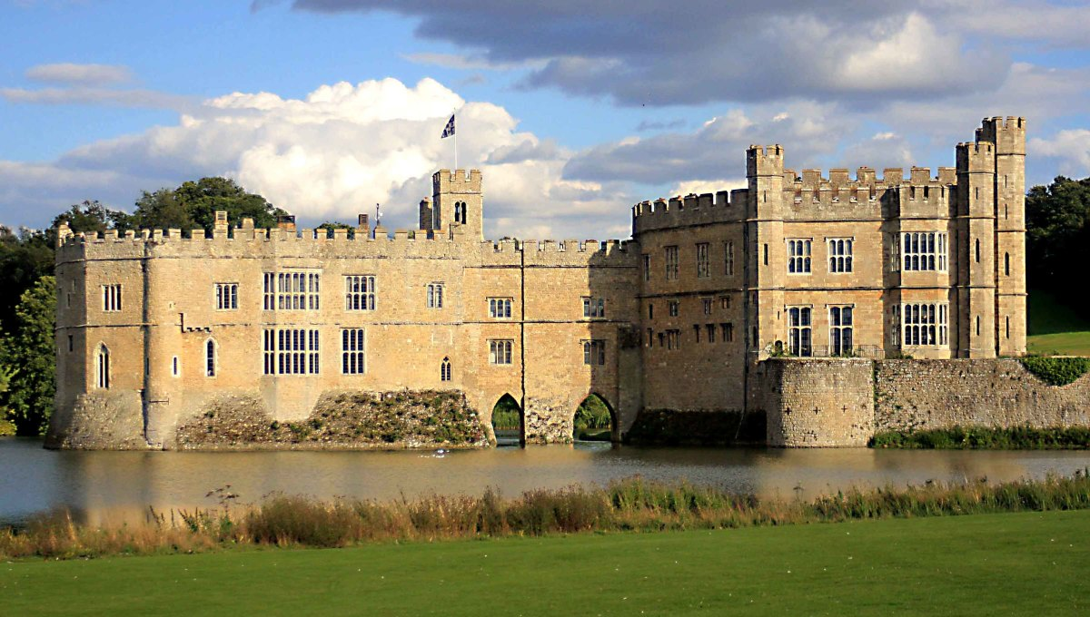 Leeds Castle photographed from the western side of the surrounding lake. On the left is the 13th century 'Gloriette'. On the right is the more recent 'New Castle'