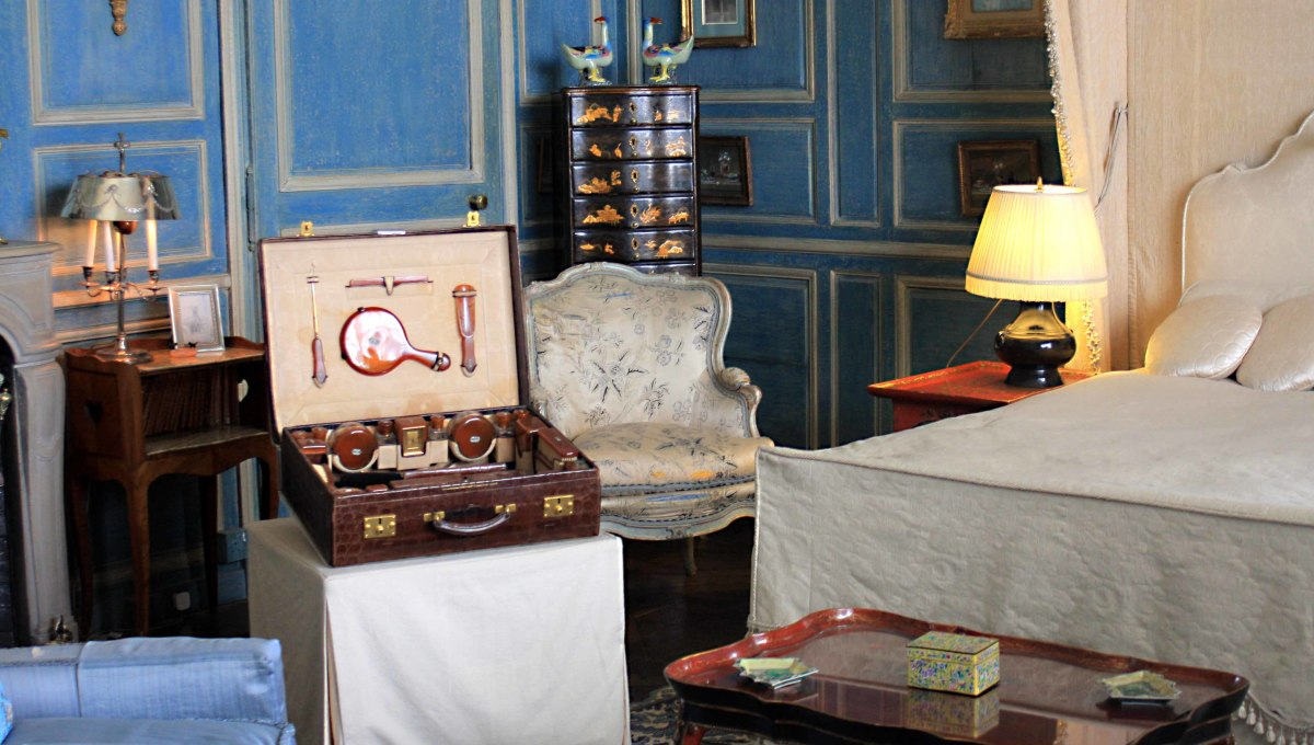 Once part of the royal quarters in the Gloriette, this room became a bedroom in 1822, and later served as Lady Baillie's bedroom. The crocodile skin travelling case and many other objects are authentic possessions of Lady Baillie
