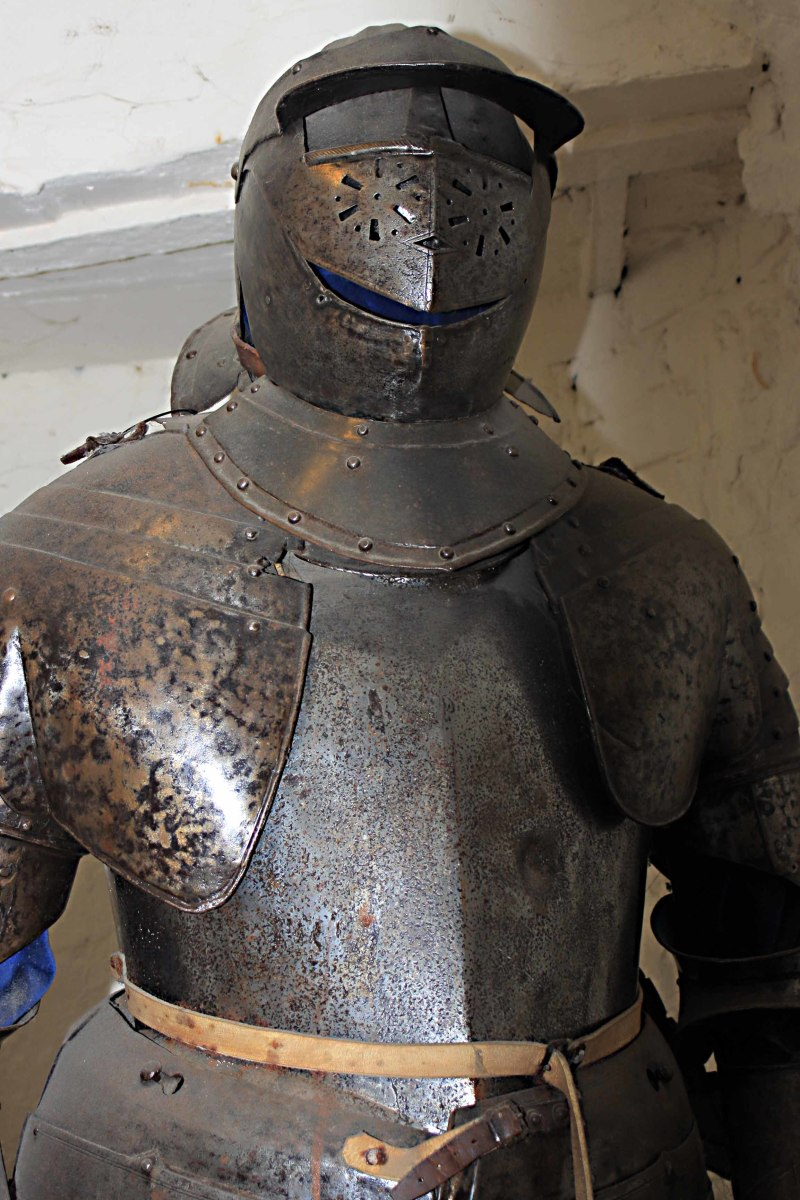 This is the armour of a 'cuirassier' or cavalry officer. It was made around 1640 and so could have been worn by a soldier during the battles of the English Civil War