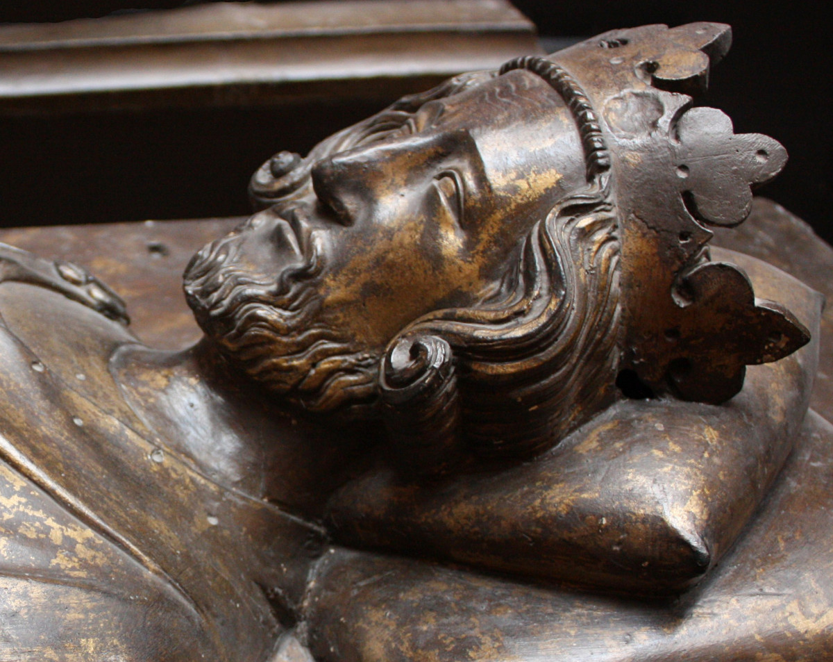 Effigy of King Henry III in Westminster Abbey c. 1272. The king was at the very pinnacle of the social order under the feudal system. He relied on barons to rule his lands on his behalf, however, with the barons swearing allegiance to him in return.