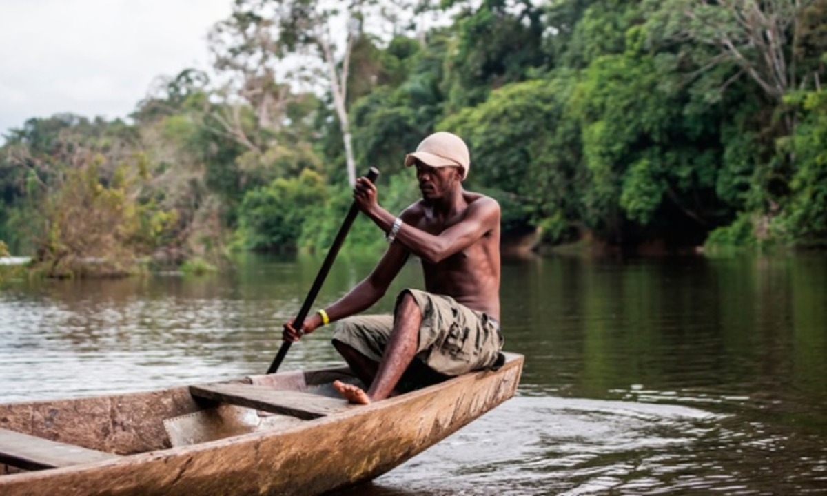 Could it have been a fisherman on the Sangha River, similar to this one, who carried HIV from the remote, thinly populated Cameroon jungle to concentrated population centers downstream?