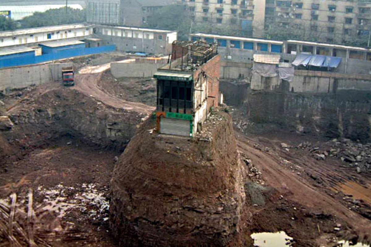 The obstinate home owner of Chongqing - The nail house perched on a mound when everything else had gone