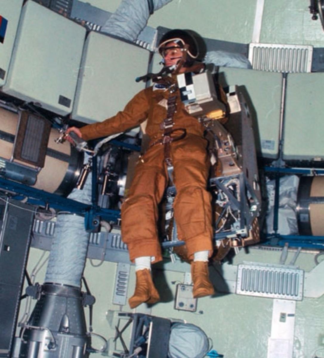 Conducting the astronaut maneuvering equipment experiment ...