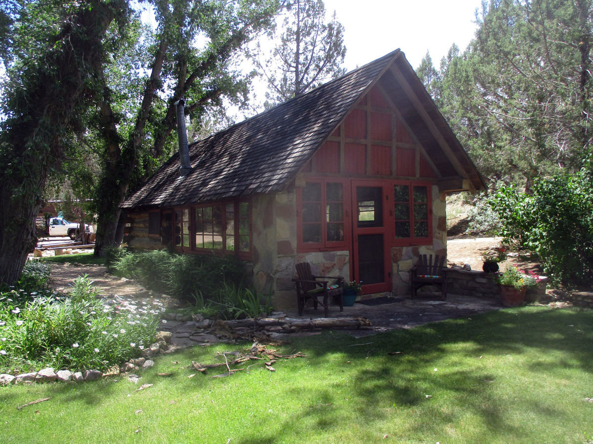 The Dixon Bunkhouse is still used by visiting artists, photo by author