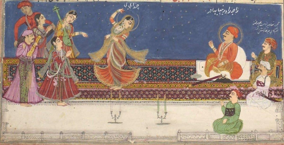 Mah Laqa dancing in court