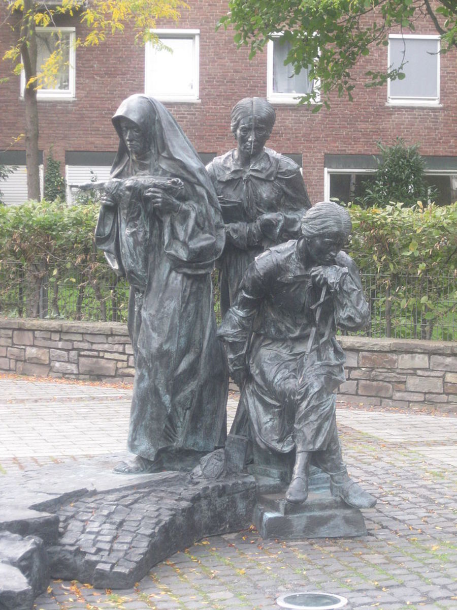 A monument in Koln, depicting Edith in three phases of her life; as a young Jewish student, as a lecturer/philosopher, and as a Carmelite nun.