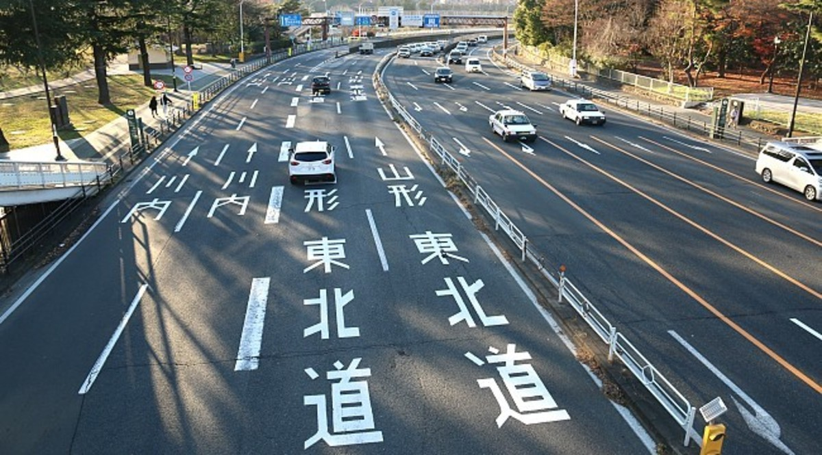 A surprisingly quiet Japanese dual-carriageway