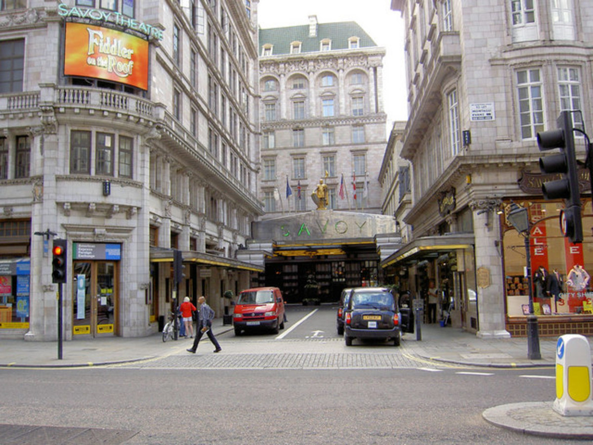 The approach to the Savoy. Keep right.