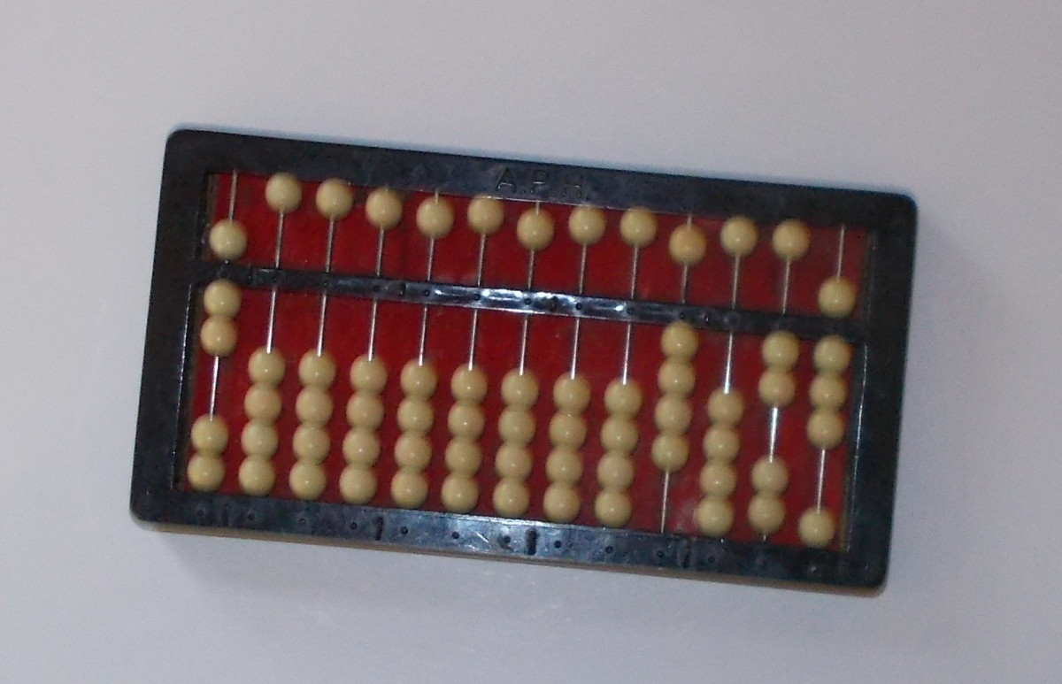 This is an abacus showing the divisor 7, the partial quotient 4 and the number 28.