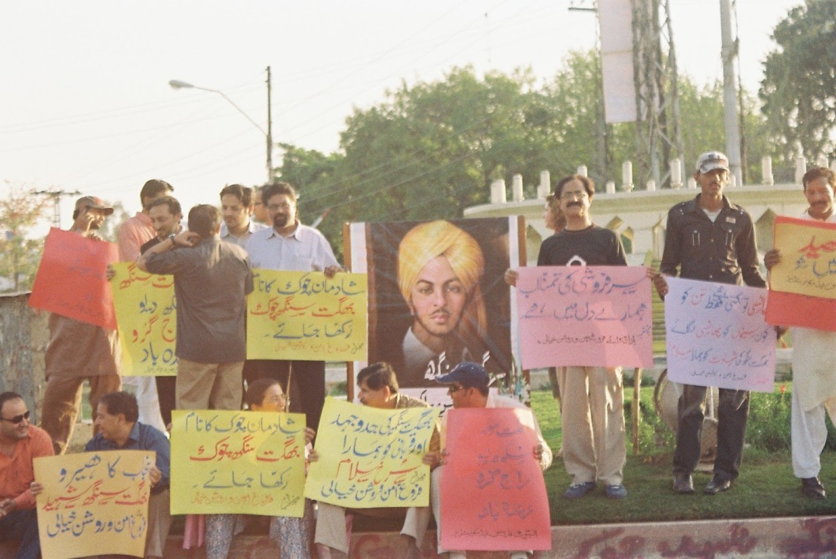 Activists demanding the roundabout to be named after Bhagat Singh