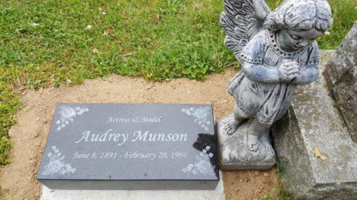 Audrey Munson grave marker