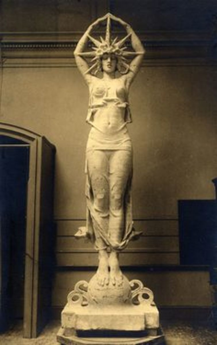 Statute Star Maiden featuring Audrey Munson  at the Universe building, 1915 Panama Pacific International Exposition