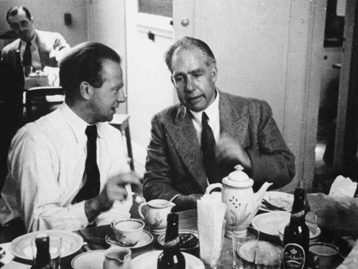 Heisenberg (left) and Bohr in 1934.