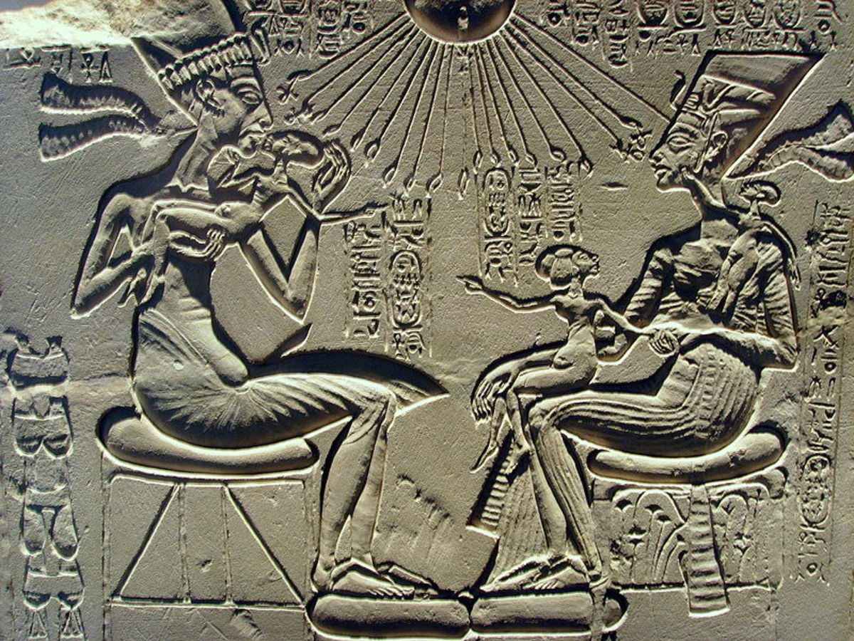 Akhenaten and Nefertiti with their three eldest daughters