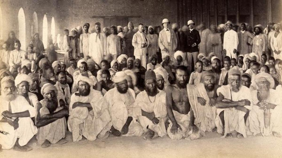 Quarantined people in Karachi during the 3rd plague...(Credit: Wellcome Library, London/Creative Commons CC BY 4.0)