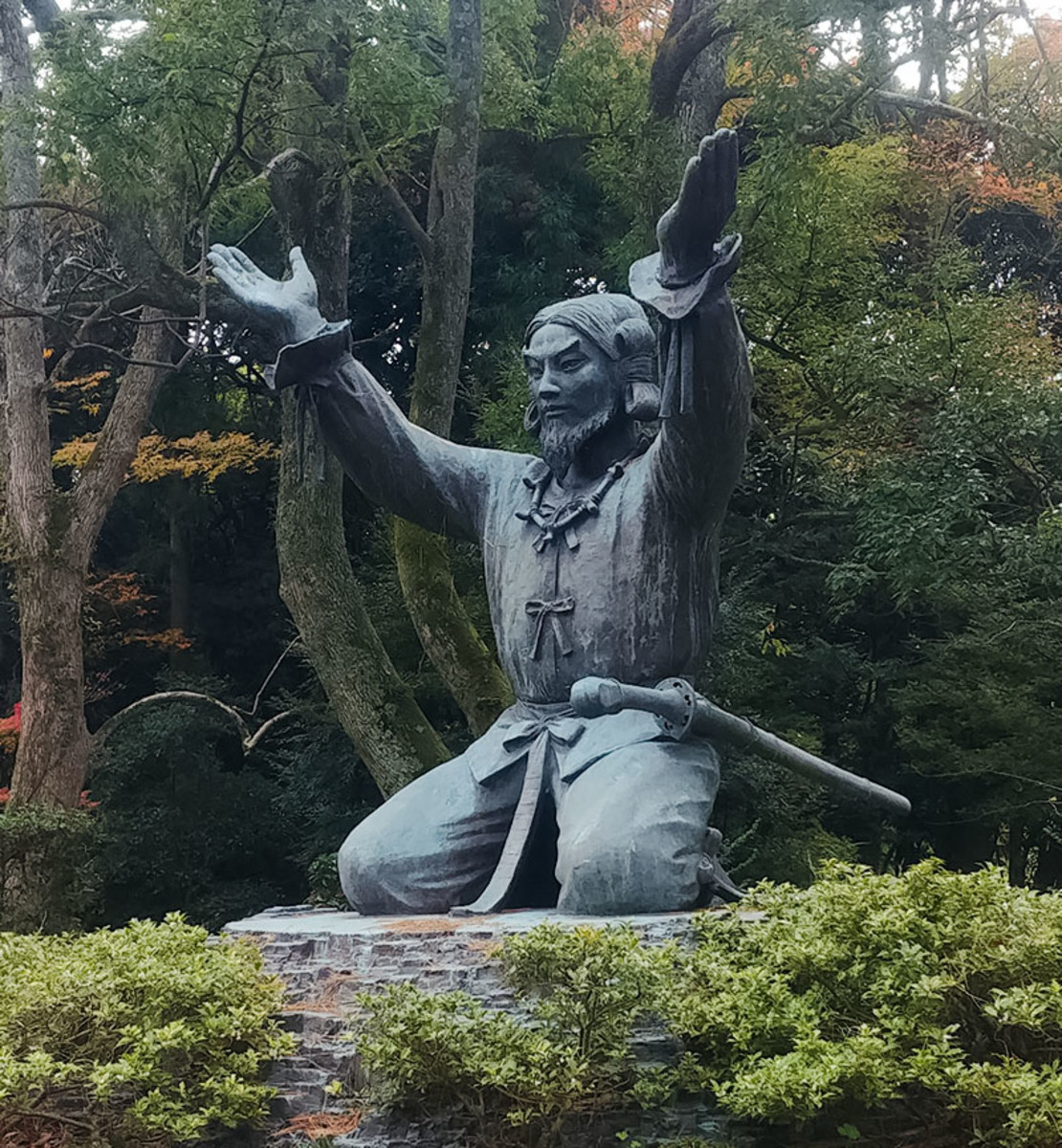 "Statue of Ōkuninushi, the ""Lord of the Land"" at Izumo Grand Shrine. Prior to his retirement, he was the leader of the earthly Shinto gods and goddesses."