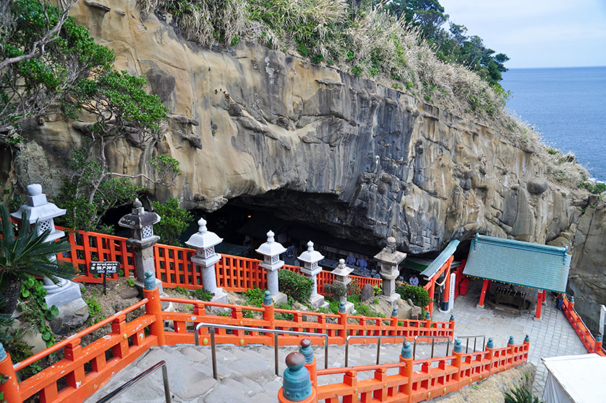 Udo Shrine in Miyazaki Prefecture. The most famous Shinto shrine dedicated to Yamasachi-Hiko.