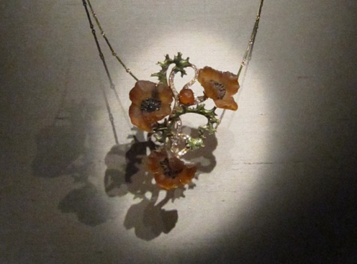 A delicate poppy necklace made in the early 1900s by René Lalique. It is gold, diamonds, enamel and glass.