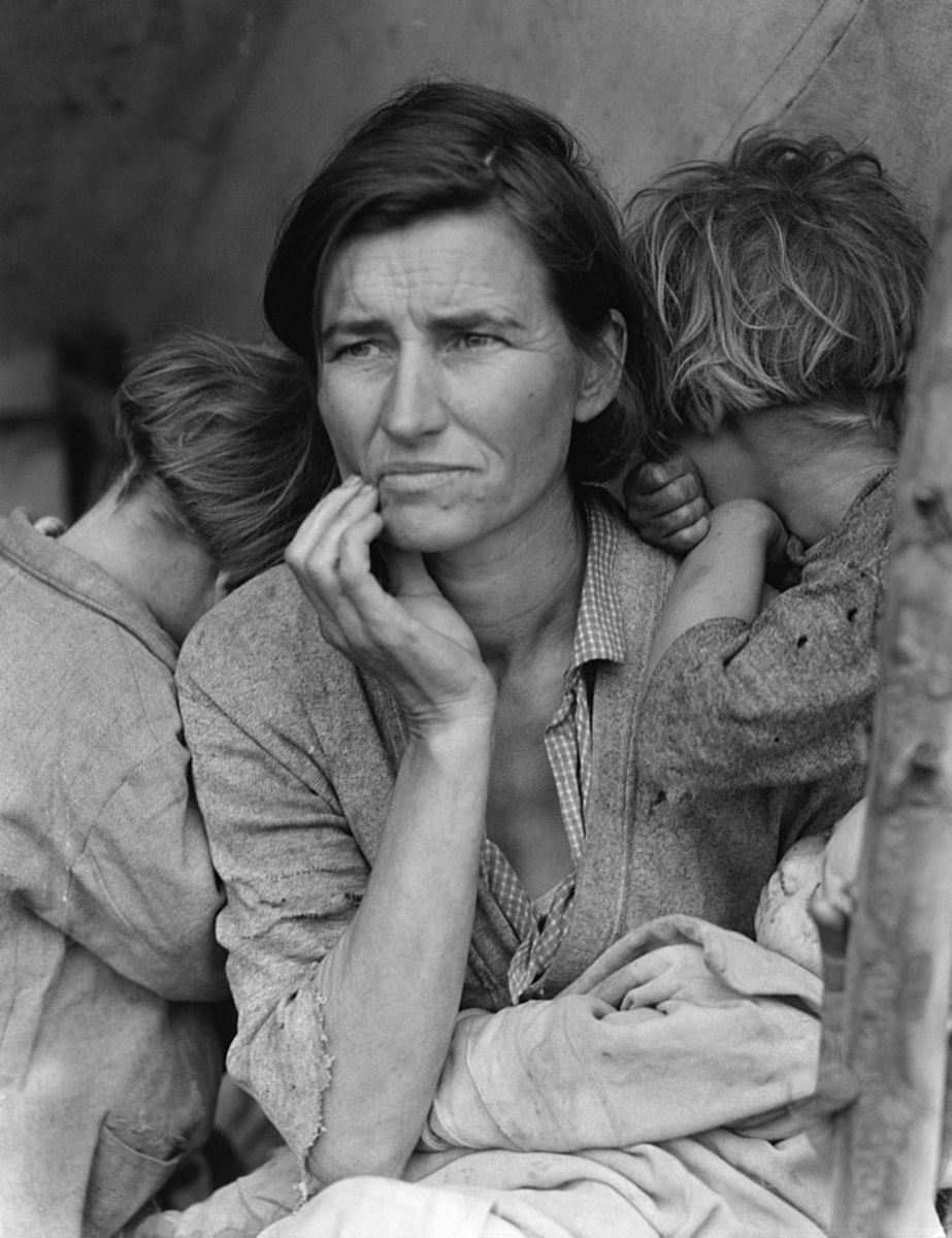 """Portrait shows Florence Thompson with several of her children in a photograph known as """"Migrant Mother"""". The Library of Congress caption reads: """"Destitute pea pickers in California. Mother of seven children. Age thirty-two. Nipomo, California."""""""