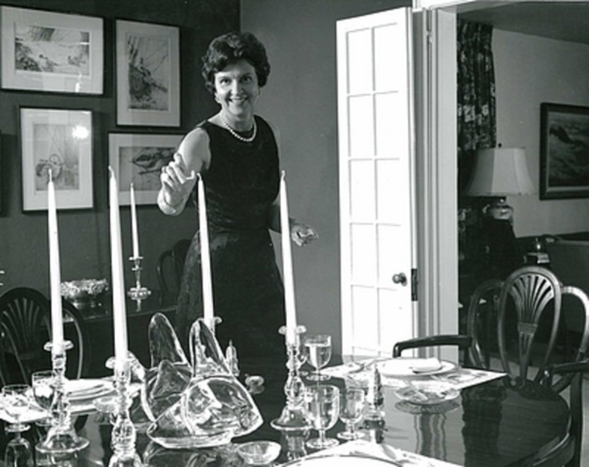 Elizabeth Post setting an elegant table in 1968. She ran EPI after Emily retired.