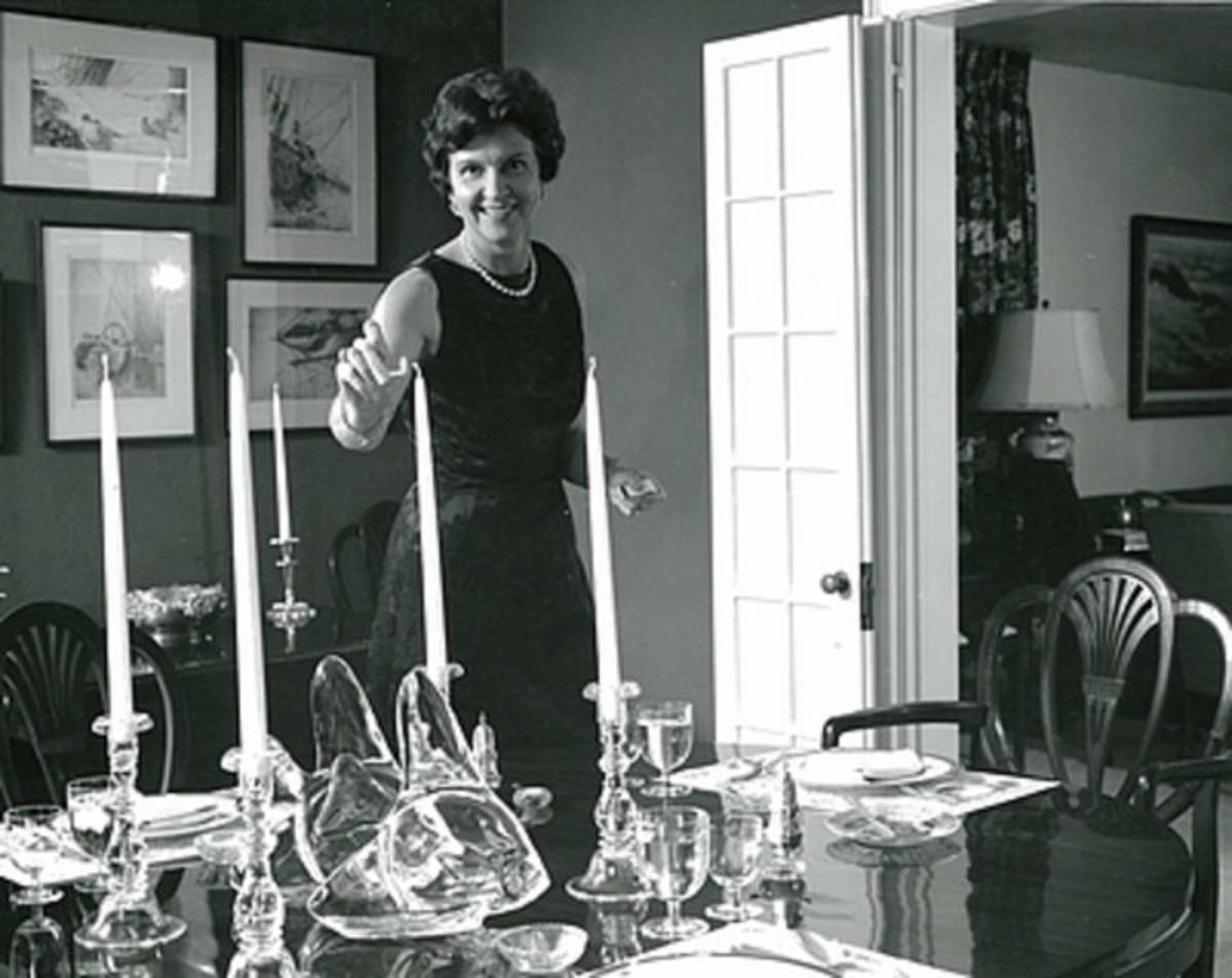 Elizabeth Post setting an elegant table in 1968. She ran EPI after Emily retired.